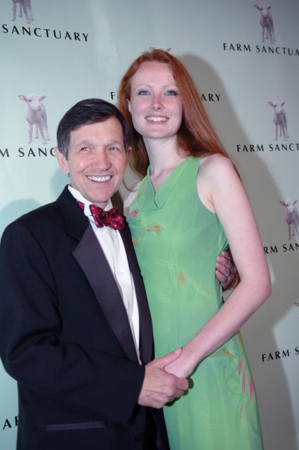 Short Congressman Dennis Kucinich And His Wife | ShortGuyCentral