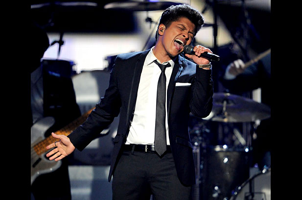 Bruno Mars Performing | ShortGuyCentral