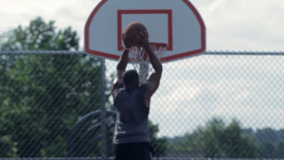 Short Athletes: 5 Foot 5 Man Is Able To Dunk After A Summer Of Training | ShortGuyCentral